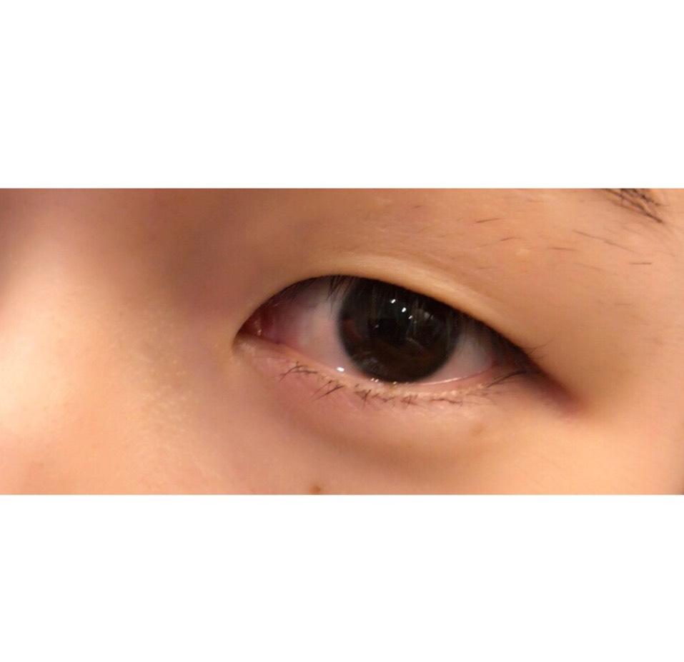 妹の目は重めの一重です! すっぴん目。
