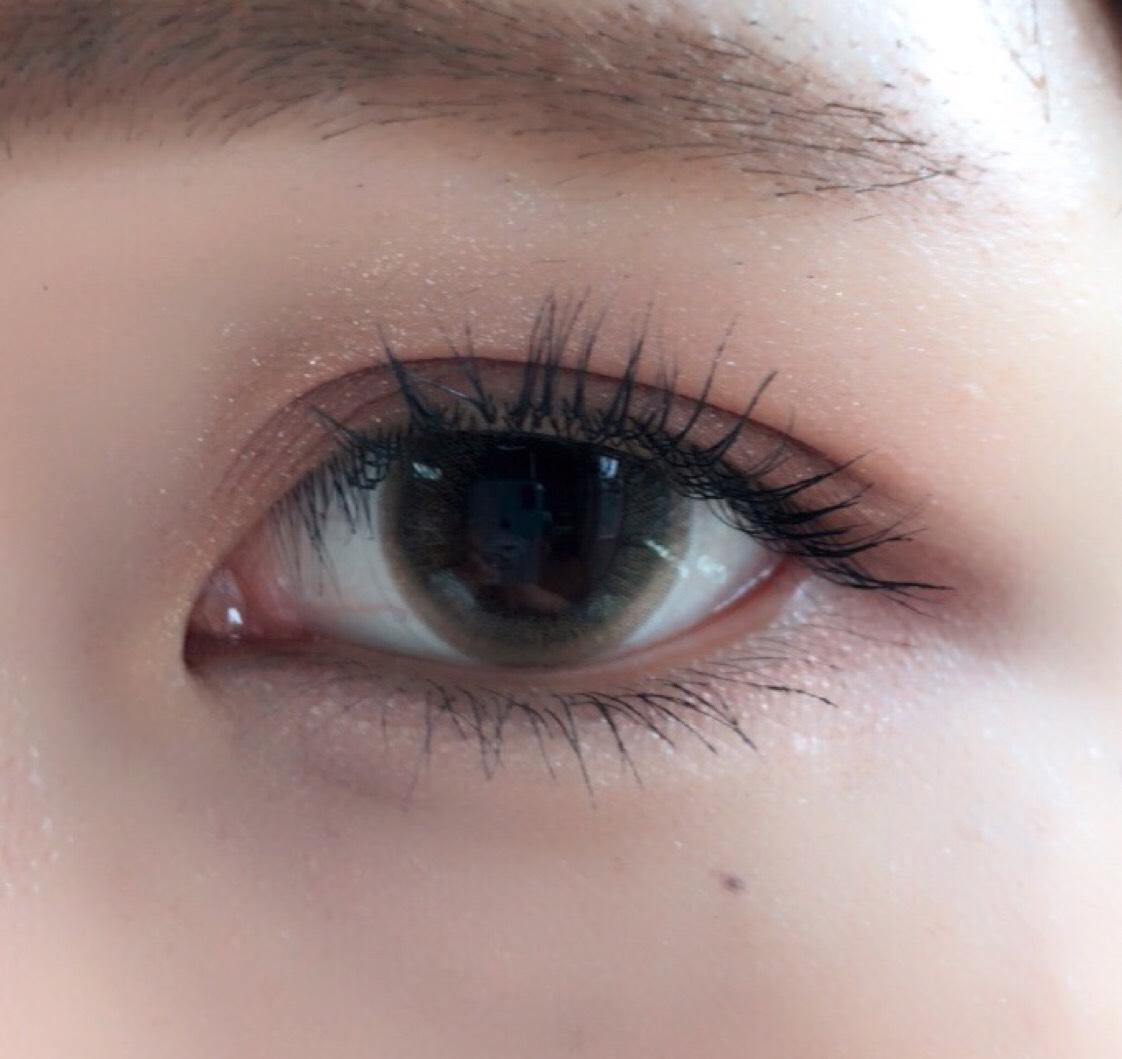 ⑴クリオのシャドウをアイホール全体に ⑵ヴィセの赤色をアイホールに塗る ⑶ヴィセのブラウンを目のラインに沿って細く塗る。目の下3分の1にも塗る ⑷キャンメイクのシャドウのベージュを涙袋に。 ⑸ケイトのライナーで涙袋を描く。 ⑹ビューラーでまつ毛を上げてマスカラ