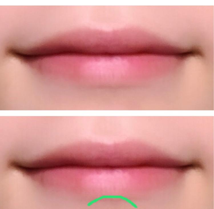 その次は唇下です。⓵の色を細い方のブラシを使ってアーチ状に影を入れます。唇の薄い方は割と下唇まで描き込むくらいガッツリ描いて下さい。