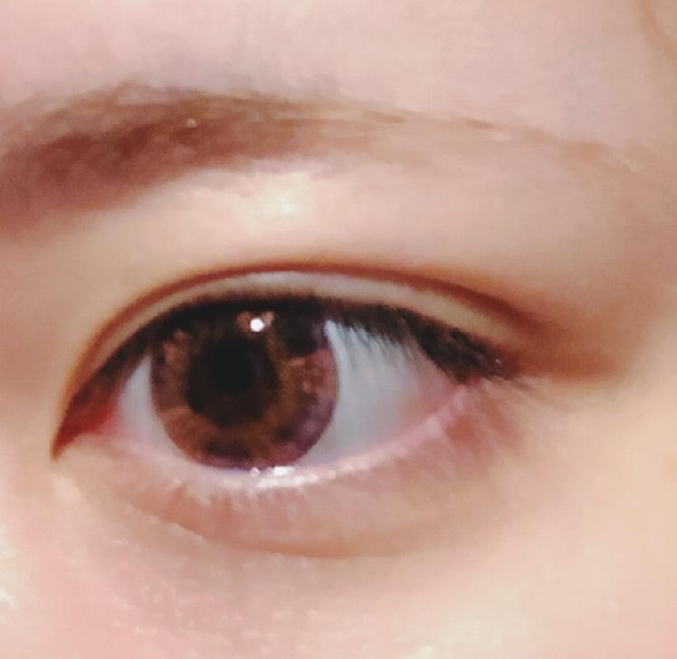 元の目がこれです。カラコン着用のみで何もしていいない状態。 幅狭の末広二重で瞼は薄めです。