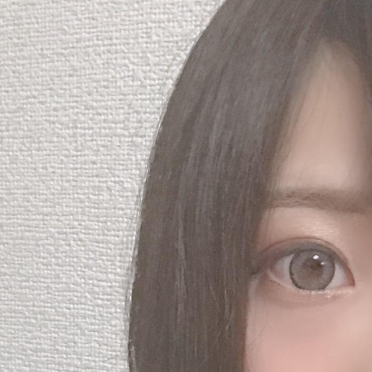 カラコンは倖田來未さんモデルのラブェールのイノセントアッシュです。