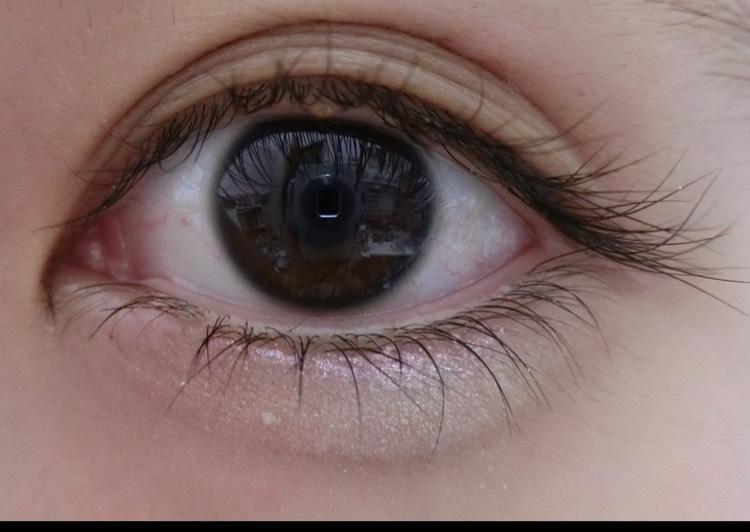 黒目の下のピンクの細い線! ここに塗ることでキラキラした瞳に見えるのでおすすめです!
