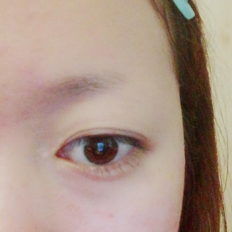 わたしのすっぴん眉は 元々は直角三角形たれ眉でした。自分の眉を剃ったり抜いたりする人は多いでしょう。 (わたしは抜く派です) んでいろんな眉毛の形に興味があって いろんな眉にするためには こんな麿まゆになっちゃいました!! わたしはこのすっぴん眉 なにげ嫌いではないです。 むしろこの眉にこだわってますw