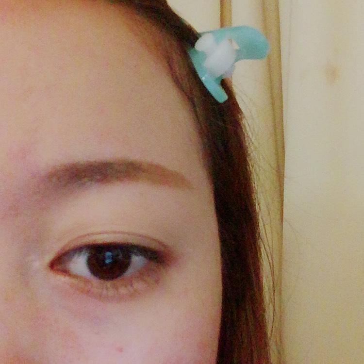④まだKATEの同じ割合で 毛が生えてないところから 塗り絵みたいに塗りたぐっていきます。 眉尻から眉頭へ塗ってく感じです!! そう!!眉頭は薄く眉尻は濃くしてきます!!