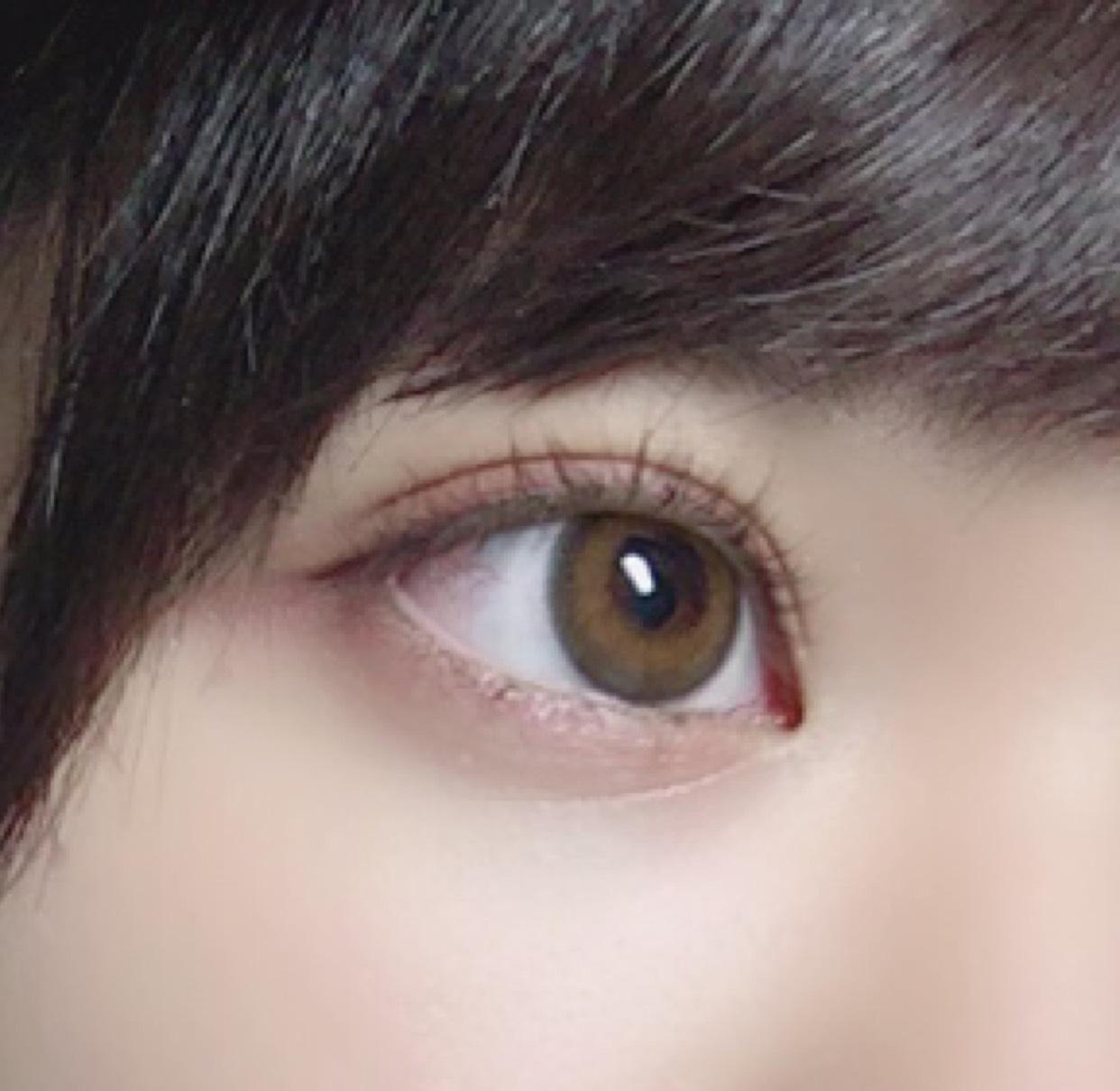 アイブロウペンシルで目の下にうっすら線を引いて内側にぼかしていきます!涙袋簡単ですがこんな感じです!