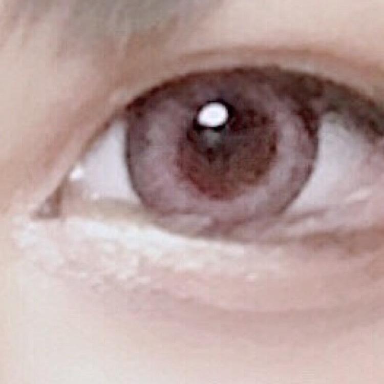 3.涙袋の目頭側にちふれのシャドウ(ピンク)を塗ります\(^o^)/