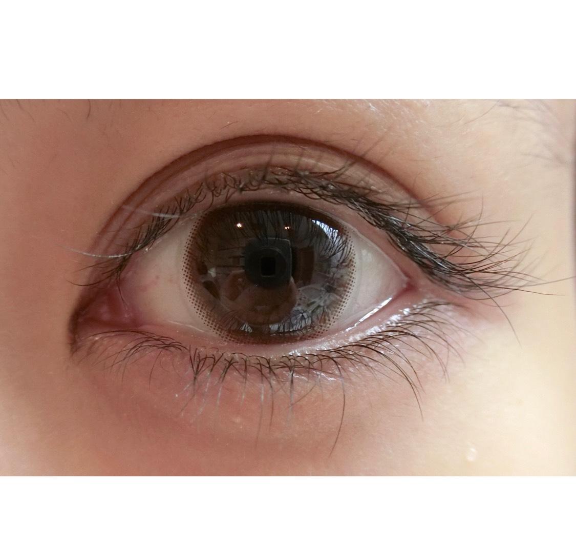 . 他のカラコンと違って、ほとんど裸眼に見える!ばれない! 裸眼っぽいカラコンやのに、裸眼のときとこのカラコン付けたときと比べると瞳の黄金比率が変わってくる✨