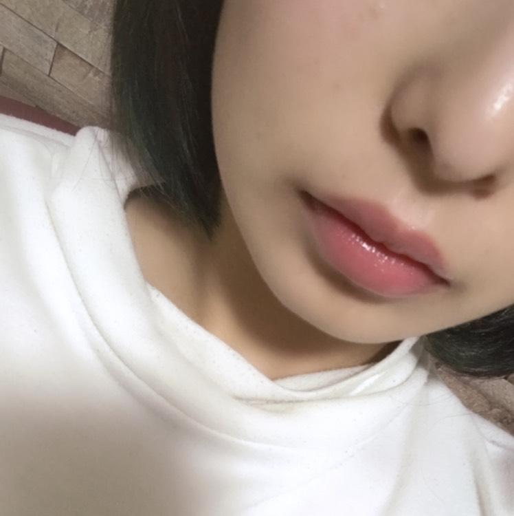 最後に唇に薄いグロスを乗せたら完成です。私はDAISOのキティーちゃんのグロスをのせました