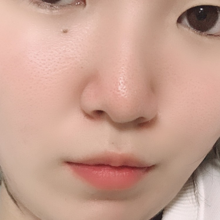そしたら、毛穴もあまり目立たなくなりスベスベ肌になってきて洗顔のせいで荒れることも無くなりました。 嬉しいことに肌に透明感も出てきたと周りに言われることも……!