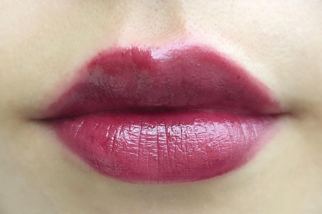 *907 カシスチョコレートのような深みブラウン バーガンディカラーで大人っぽく仕上がります。唇全体に塗ると魔女みたくなってしまうので…中心に塗って、周りをぼかしてグラデーションさせると使いやすいかと◎