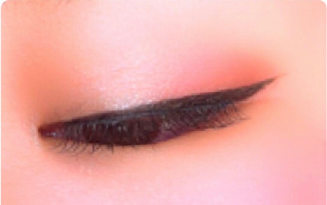⑤エスプリーク セレクトアイカラーPK810を下瞼全体に入れる。  ⑥フィジシャンズフォーミュラのパープルライナーを下瞼粘膜に。  カラコンはアーティラルワンデーUVM ブラウンです。