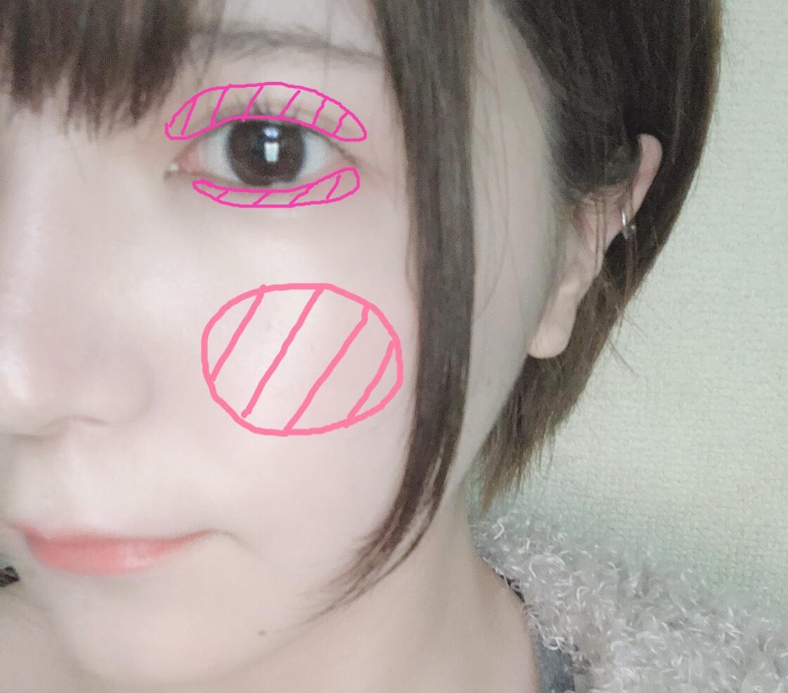 ③アイブロウで眉毛を軽くなぞる程度に描きます。(濃すぎると化粧感がでるので✖️)  ④ピンク系のアイシャドウを瞼と涙袋に薄く塗ります。  ⑤チークを丸く薄っすらわかる程度に乗せます。  ⑥まつげはビューラーで上げたあとにマスカラ下地を塗り乾かします。乾いたらもう一度ビューラーであげると、マスカラなしでもパッチリ目になります!