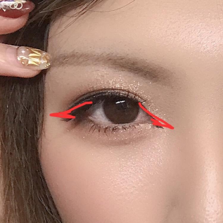 ポイント② つけまつげ、切開ライン、アイラインを使ってお目目を横長にキリッとしたイメージにする。