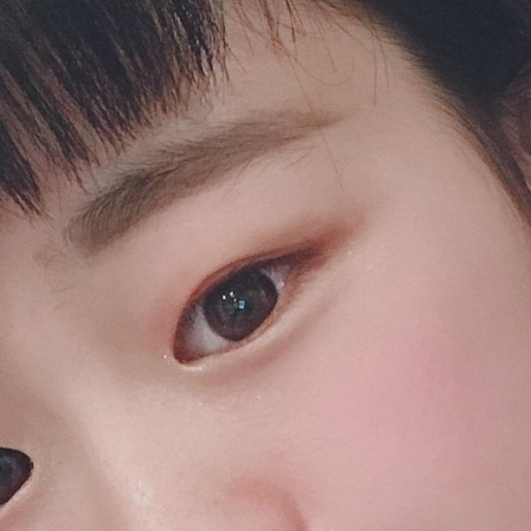 <目> ①目頭側にラメを入れる意味とは?? 結果☞目頭が強調されて目が大きく見える!