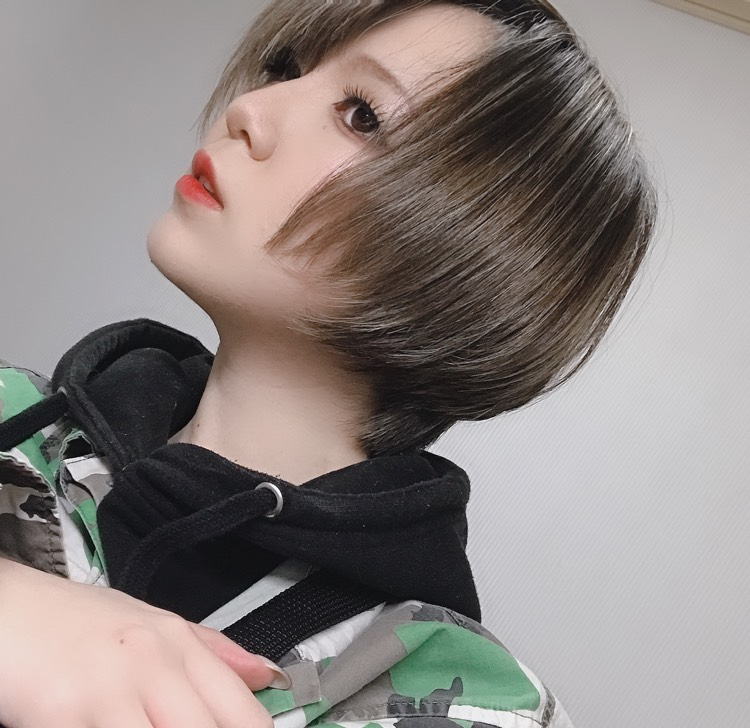 サイドはこんな感じ!  前回の美容院で変に切られてたみたいでもう少し時間経ってからまた髪を切らないと理想の髪型にはならないみたい・・・