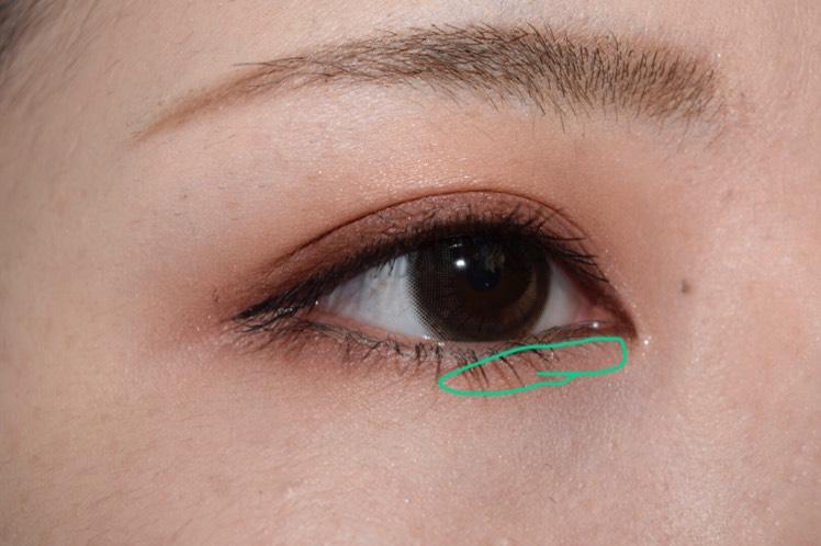 Dを下瞼目頭側にほんのりとのせます!