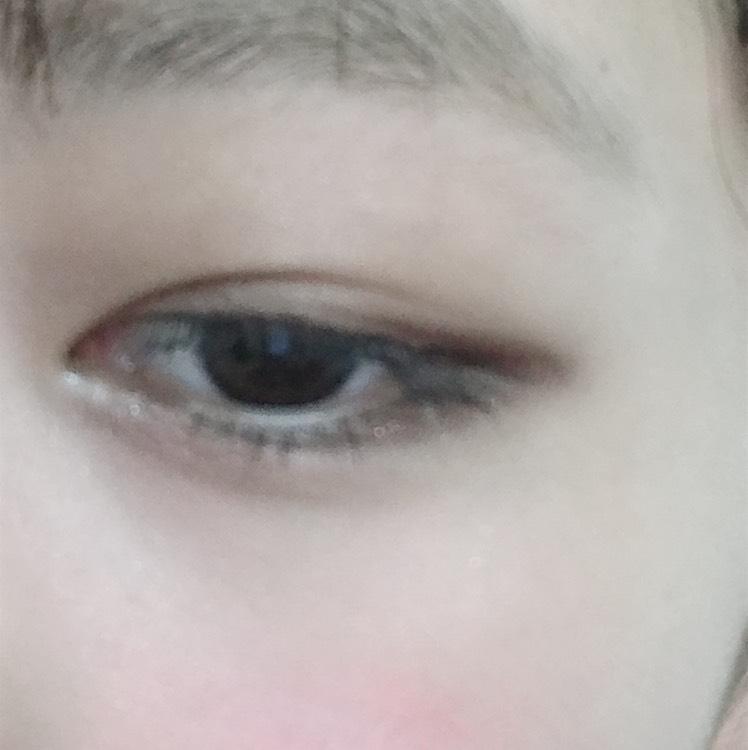 涙袋全体に②を塗る。 ⑤を目頭・黒目の下の部分に塗る。