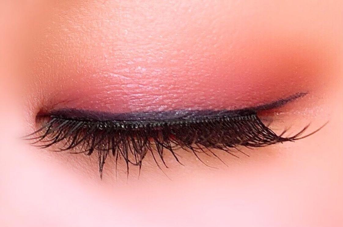 ①マジョリカマジョルカのシャドーカスタマイズVI482を二重幅に。   ②OR481を瞼のくぼみまで。   ③BR583を目尻側にやや斜めにいれる。