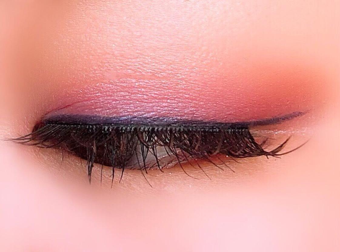 ④BE384を下瞼全体に。  ⑤celvokeのアイライナーでラインをひく。  カラコンは益若つばさちゃんプロデュースのエンジェルカラーバンビシリーズ ヴィンテージ。  カラーは新色のヴィンテージグレーです。