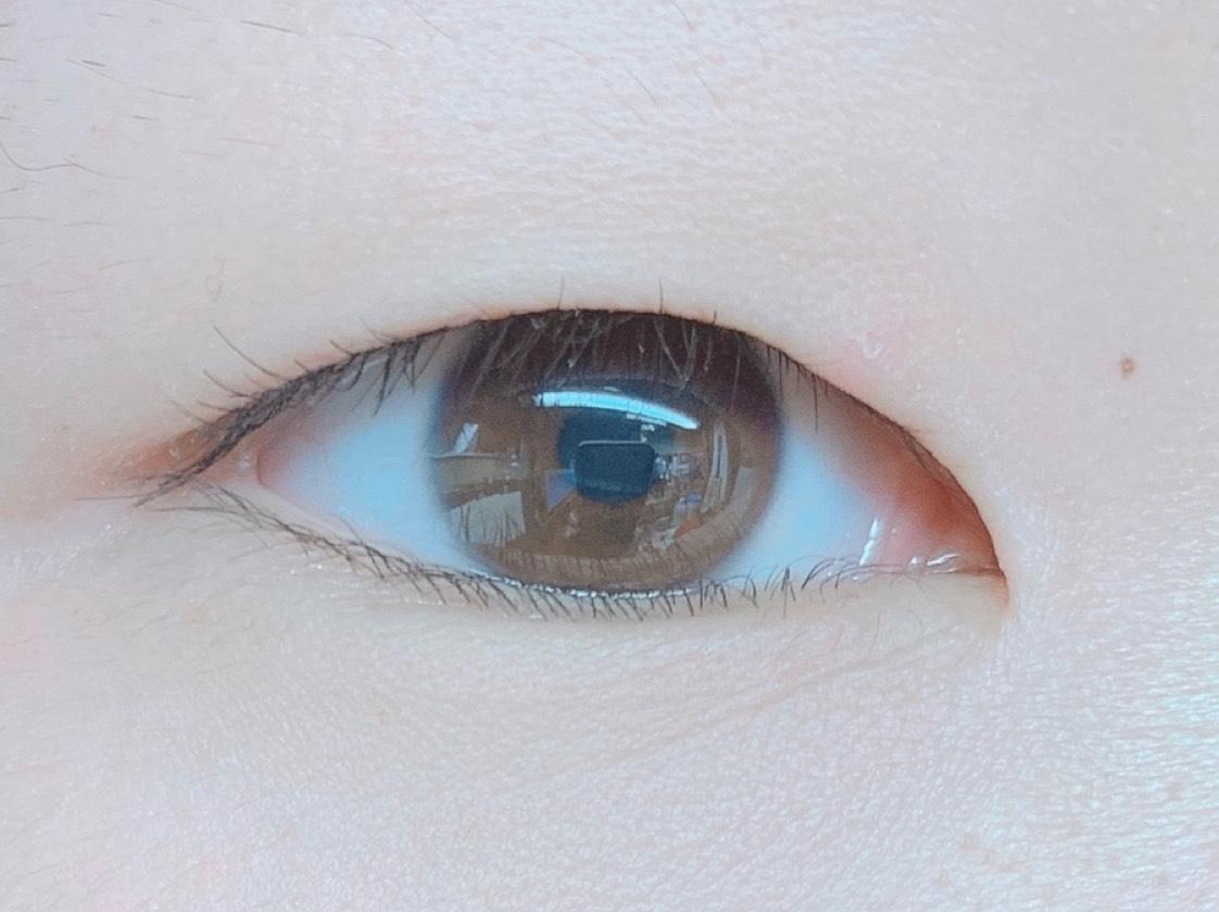 デカ目メイクのBefore画像