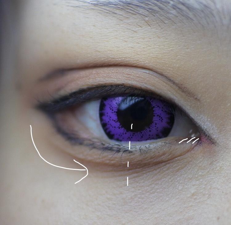 下のラインは画像の通りです。 タレ目かツリ目か目の大きさなどなどここをしっかりキャラの目元に寄せるように頑張るとなんとかなる気がします。 ここはペンシルタイプがおすすめ! 今回のキャラは目元しっかりしてるので黒ですが、高校生キャラとかだとブラウンで十分だと思います。