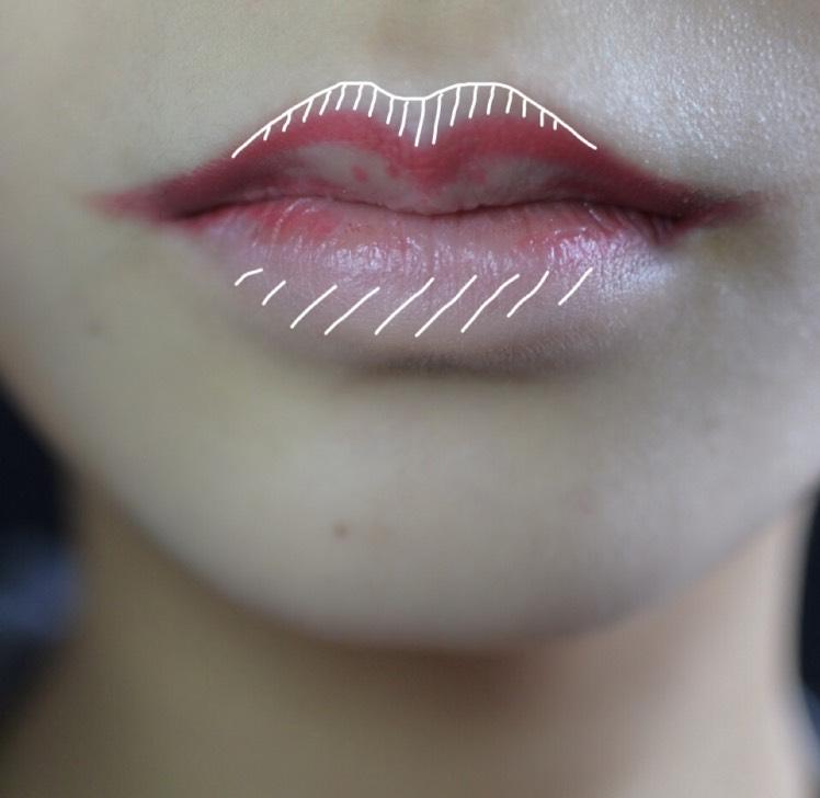 ペンシルで山を下書きします。 唇の上下はコンシーラーで潰しておきます。 唇全体をコンシーラーで消すメイクがあまり好きではないので外側のみの色味を消すようにしています。