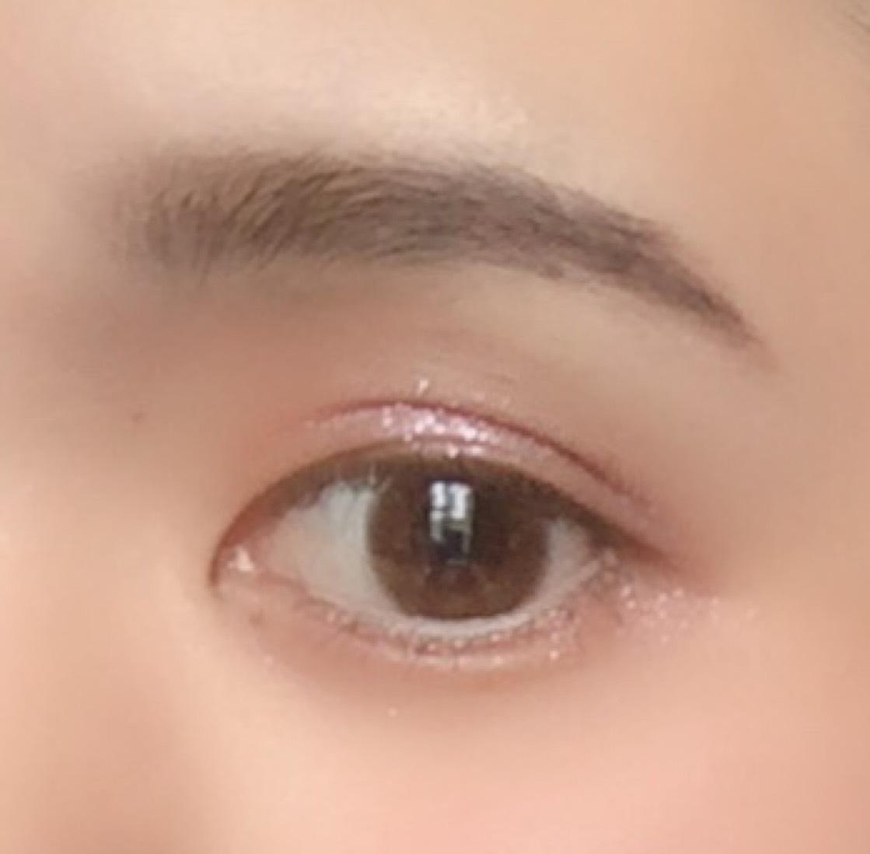 ベースはカット。 眉毛は前回の投稿と変わらないのでカットします。  カラコンは ・バンビシリーズのヴィンテージヘーゼルを使用してます。  リップは2色混ぜて画像の唇を真似します! ・バビメロ ハートウィンドリップベルベットタイプ ダリアベルベットV1 を下唇にのせ、指で全体に塗ります。 ・Shiseidoモダンマットパウダーリップスティック512 を上からポンポンと乗せて指でぼかして混ぜます。 リップ完成!  次にアイシャドウ。 ①・キャンメイク パーフェクトマルチアイズ03 (左上)の右上を指にとりアイホール全体と涙袋に入れます。  ②次に ・バビメロ プリンプリンジャム02バイオレットムーンストーン  を指にとり二重の線辺り(まつ毛の際まで塗らない)と涙袋に入れて、 まつ毛はしっかりと上げ、 マスカラをしたらアイメイク完成です! ・デジャブファイバーウィッグウルトラロングF2  ③次にハイライト。 ・セザンヌ フェースコントロールカラー を鼻筋にのせ、 付属のブラシを細く潰し口角にのせ、唇をふっくら見せます。 ・リルレナライティングイルミネイター を頬骨辺りにのせます。  ④・キャンメイクマシュマロフィニッシュパウダーをのせるのですが、 付属のパフこ端を使って、涙袋の影あたりと頬の所(さんかくゾーン)にのせ、完成です!  チークとアイライナーはしてなかったのでカットしてます!