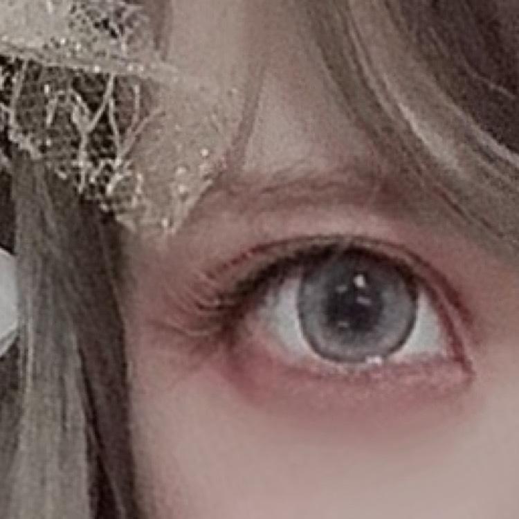わかりにくいかもしれませんが、つけまつげは「眉マスカラ」で明るく染めて使用しています  以上でメイクの説明はおわりですよければ参考にしてみてください