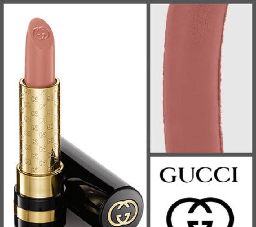 gucciのオーディシャスカラーインテンスリップスティック #010 Magnolia Pink 唇全体に塗る