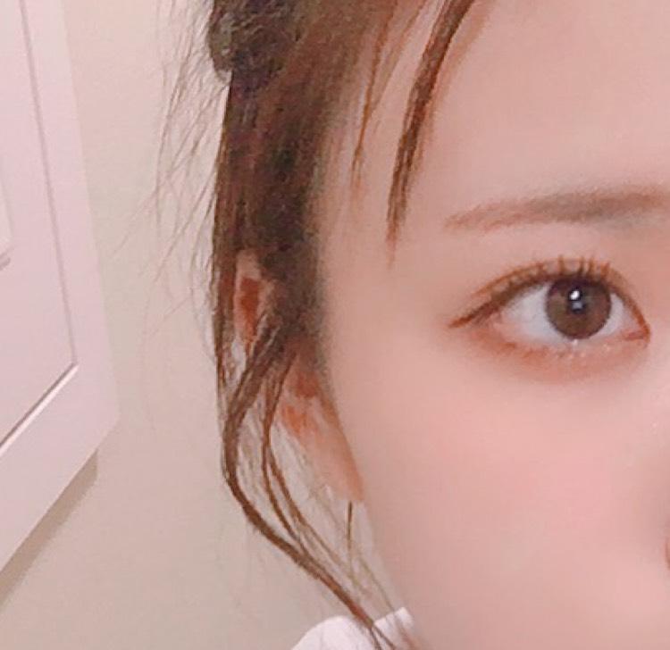 眉毛は平行細め(明るい色◎)