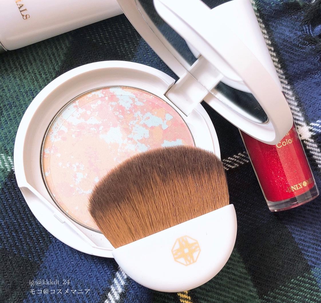 ほんのりローズの香りがするのが素敵。 4色のマーブルパウダーがナチュラルにツヤを与え、透明感のある仕上がりに。