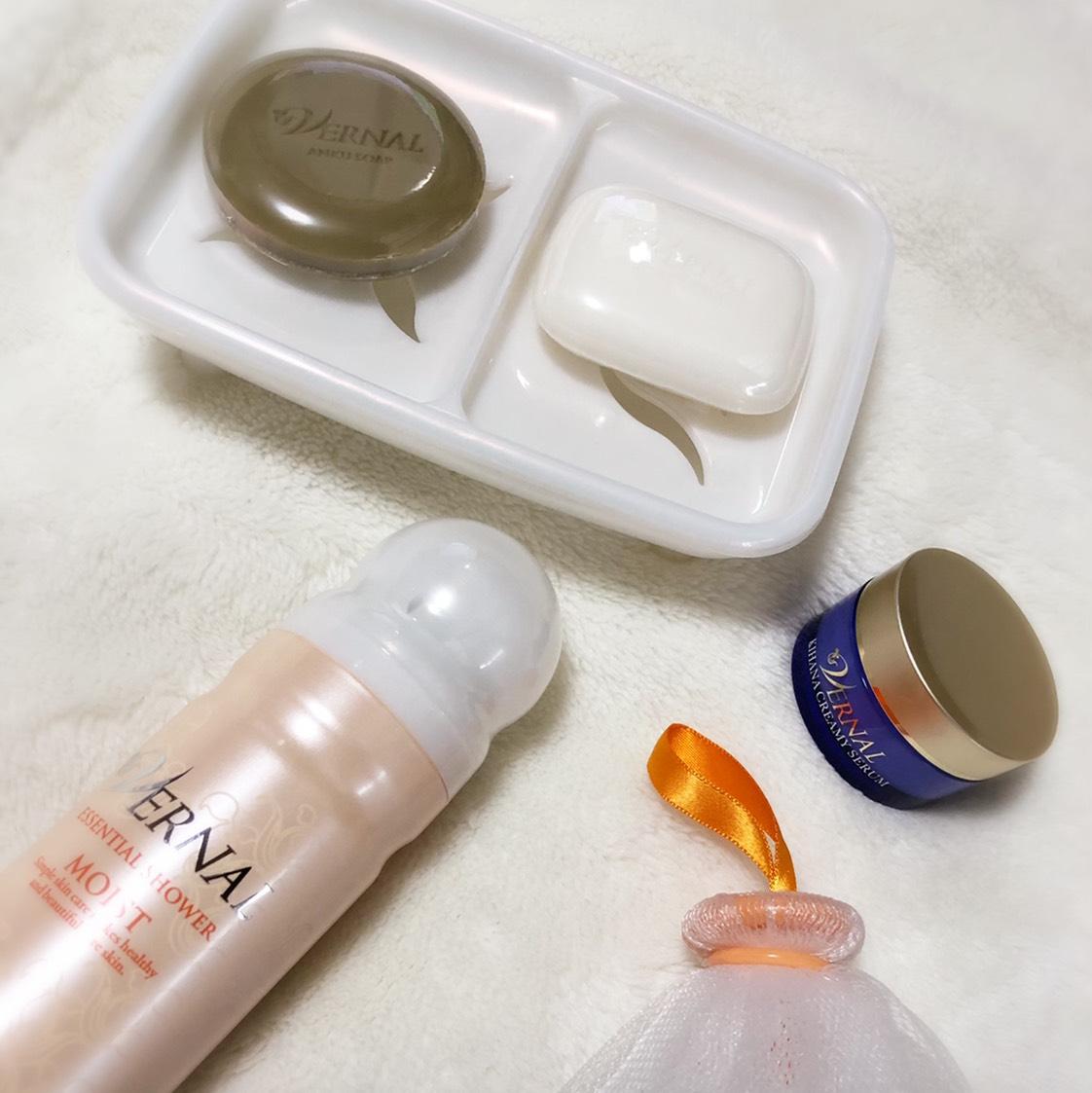 素肌つるつるセット    汚れを根こそぎ落とすクレンジング石鹸と、 キメをふっくら整える仕上げ用石鹸を使うW洗顔が特徴です     くすみや乾燥による小じわ、 肌荒れやごわつきなど、お肌のお悩みを 解決に導いてくれますよ❤️❤️