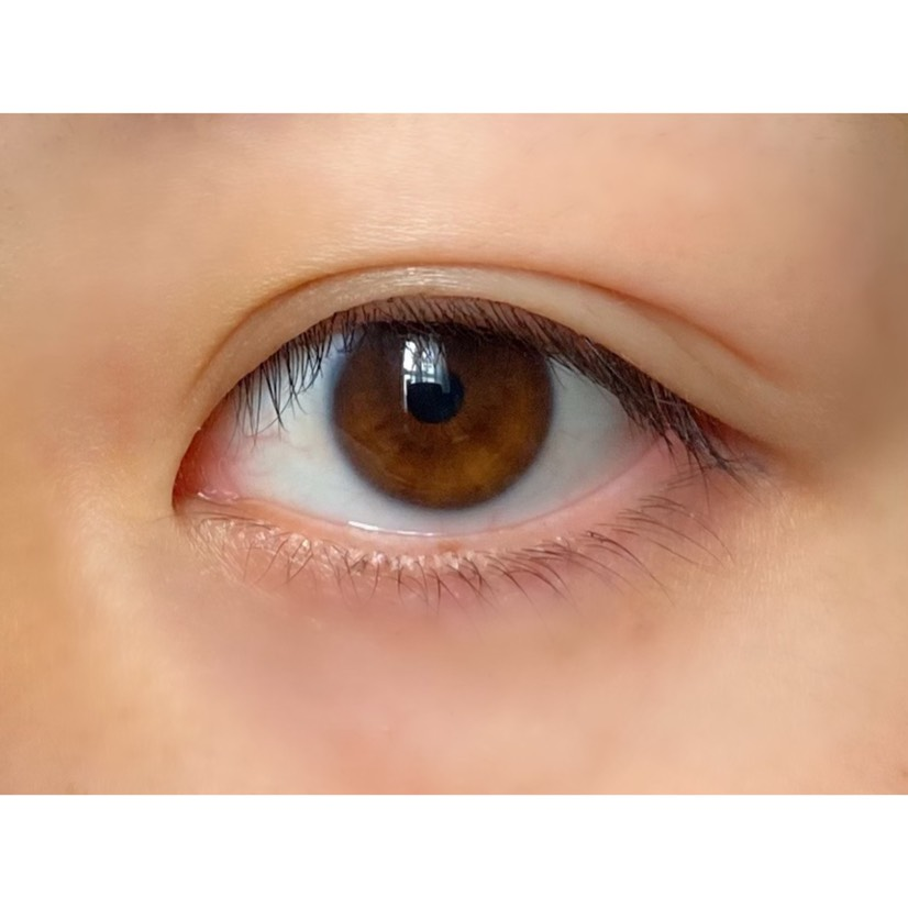 *裸眼  *目は平均か小さめくらい   横幅は狭めで縦広です。  *黒目は茶寄り