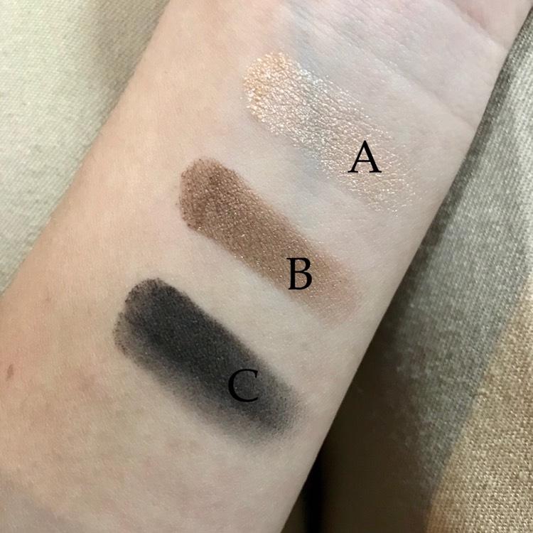 AとBは細かいラメが。 マットな質感です。 Cはブラシが細いのでアイラインが引きやすいと思い、乗せるとグレーっぽくアイラインには物足りない。チップで塗った方が良さそうです。