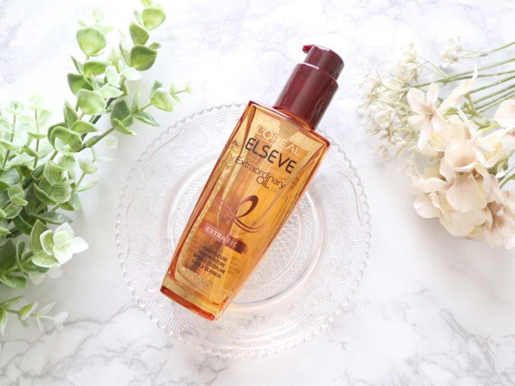 6種のフラワーエキスオイルを贅沢に配合し、パサついた髪を濃密に包み込んでうるおい、指通りのいいつるんとした美髪に導く洗い流さないヘアトリートメントです。  ホワイトジャスミンの華やかさとオリエンタルな甘さの混ざった 香水のように高貴な大人っぽい香りで、ラグジュアリーでリッチな気分に…!