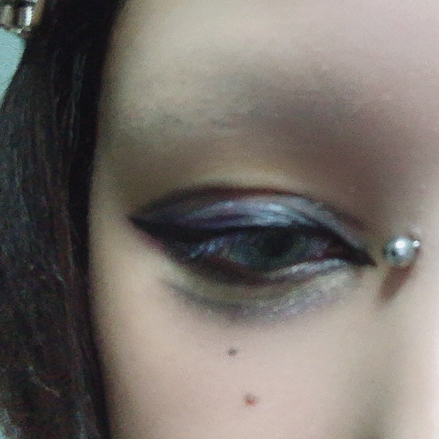マジョマジョのラッシュエキスパンダー ロングロングロングBK999を下睫毛中心にたっぷり塗って少し乾かします。 おやすみタイム
